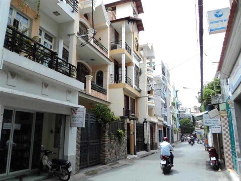 ベトナム ホーチミンのアパートメント事情:スーツケースとトイレットペーパーと私。